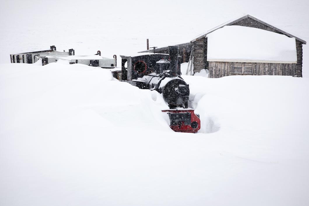 Old coal train at Ny-Ålesund